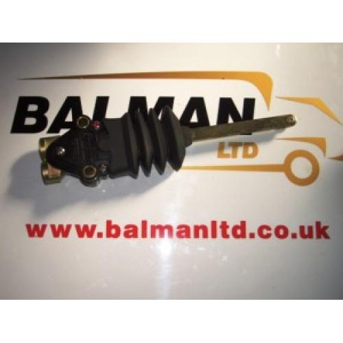 Truck Parts - Volvo FH cab leveling valve